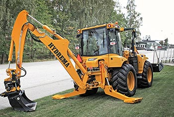 Hydrema 908F backhoe loader mounted with engcon tiltrotator